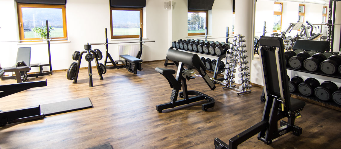 Die freien Gewichte vom Workout Fitnessstudio